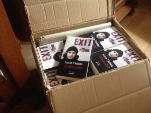 "Karton voll mit dem neuen Buch ""Totalausfall"""